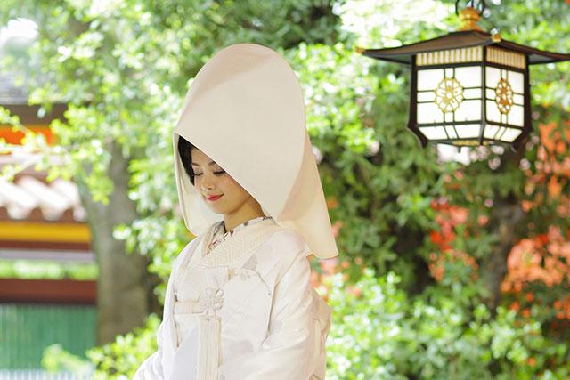 羽二重(はぶたえ)の綿帽子をつけた花嫁